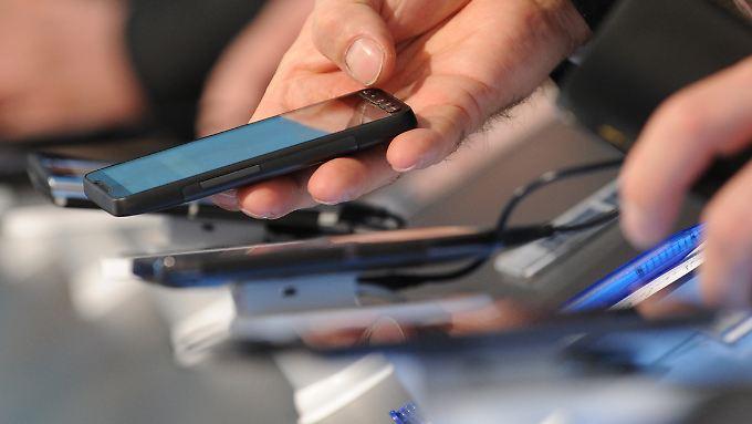 Nach Angaben des Branchenverbands Bitkom nutzen mehr als Dreiviertel der Deutschen ein Smartphone.