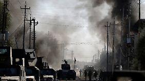 Immer wieder sprengen sich in Mossul Attentäter mit ihren Fahrzeugen in die Luft.