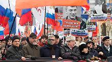 """Gedenken an ermordeten Nemzow: Tausende skandieren: """"Russland ohne Putin"""""""