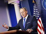 Sean Spicer, der Sprecher des US-Präsidenten, schwächt die Abhörvorwürfe gegen Obama ab.