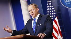 Kontakt zu Journalisten?: Spicer lässt offenbar Mitarbeiter-Handys kontrollieren