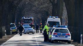 Die Beamten rollten ein Nagelbrett aus - der Flüchtende überfuhr die beiden Polizisten einfach.