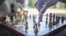 Wenn Senioren auf Syrer treffen: Am Schachbrett spielt Herkunft keine Rolle