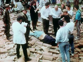 2. Dezember 1993: Pablo Escobar ist tot. Die Bilder des gefallenen Kriminellen gehen um die Welt.