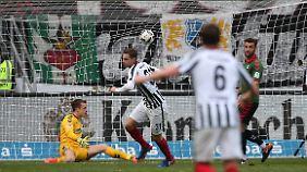 Branimir Hrgota trifft zum 1:0 für Frankfurt.