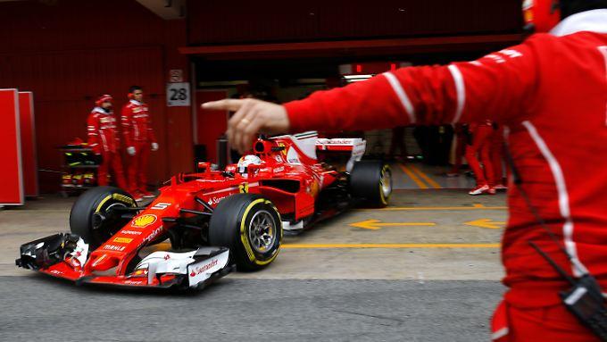 Sebastian Vettel steuert Richtung Attacke.