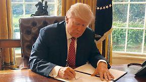"""""""Neue Farbe auf altem Auto"""": Trump schwächt Einreiseverbot ab"""