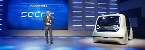 VW-Konzernchef Matthias Müller präsentiert Sadric in Genf.