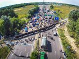 Menschen sitzen in Lagern fest: Balkanroute ist seit einem Jahr geschlossen