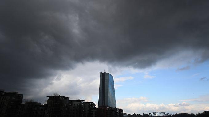 Ein Sturmzinstief braut sich über Frankfurt zusammen.