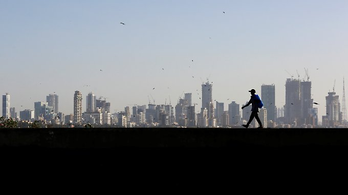 Wachstumsmarkt Indien: Die Skyline der Zwölf-Millionen-Metropole Mumbai.