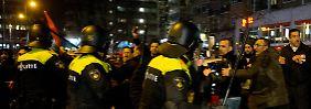 Wasserwerfereinsatz in Rotterdam: Ministerin ausgewiesen, Botschaft abgeriegelt