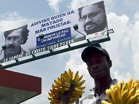 """Mit Escobar wird Politik gemacht: Ein Plakat in Kolumbien zeigt den Drogenboss gemeinsam mit Farc-Anführer Iván Márquez und der Anweisung: """"Raten Sie, wer mehr Polizisten getötet hat."""""""