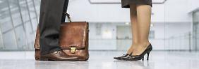 Signatur der Kollegin verwendet: Mann erlebt Sexismus am Arbeitsplatz