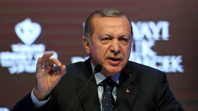Noch einen Monat bis zum Referendum - Erdogan bei einer Kundgebung in Istanbul.