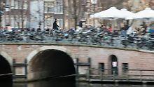 Auftakt zum Superwahljahr: Niederländer zieht es an die Urnen