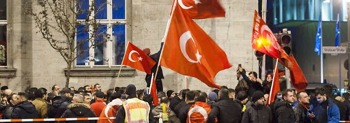 Türkischer Wahlkampf in Deutschland: Politiker wollen weitere Veranstaltungen absagen