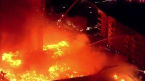 Feuer auf Baustelle in North Carolina: Großbrand greift auf umliegende Häuser über
