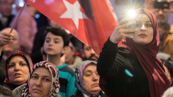 Und wieder sagt eine Kommune: Eine türkische Politikerin darf bei uns nicht auftreten.