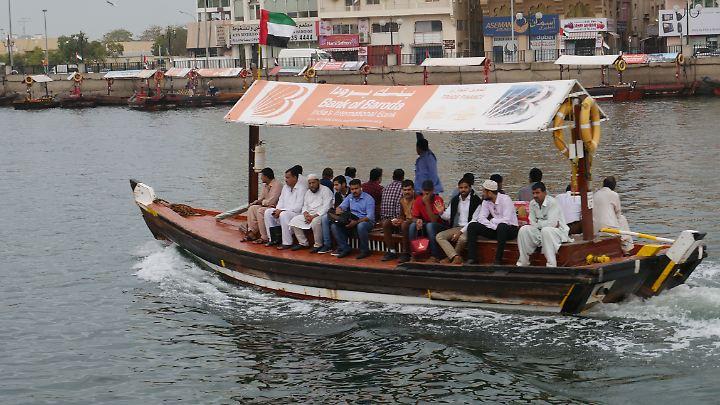 Abra-Fahrt auf dem Dubai Creek.