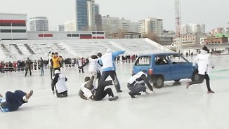 Massenkarambolagen erwünscht: Russen curlen mit schrottreifen Autos
