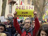 Regierungskritiker schikaniert?: Leichtere Einbürgerung für Türken gefordert