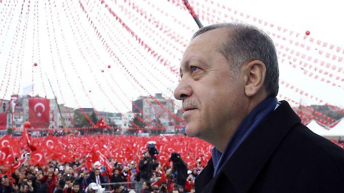 """Der Präsident der Türkei, Erdogan, hatte Kanzlerin Merkel """"Nazi-Methoden"""" vorgeworfen."""