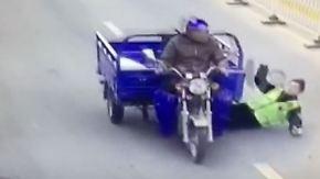 Kaum zu glauben, aber wahr: Flüchtender Trike-Fahrer schleift Polizisten mit