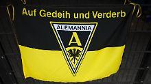 Alemannia Aachen ist das jüngste Beispiel für die andauernd von der Insolvenz bedrohten Regionalligisten. Viele übernehmen sich beim Versuch, den Aufstieg zu meistern.