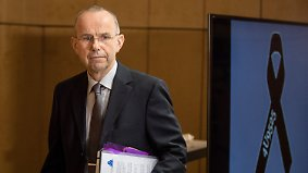 PK am Germanwings-Jahrestag: Vater zweifelt an der Schuld von Lubitz