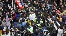 Pekings Favoritin gewählt: Proteste überschatten Hongkong-Wahl