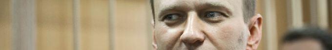 Nawalny im Gerichtssaal.