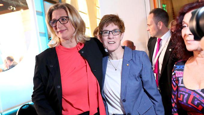 Sehen auch jetzt schon recht vereint miteinander aus: SPD-Spitzenkandidatin Anke Rehlinger (l.)) und CDU-MInisterpräsidentin Annegret Kramp-Karrenbauer.