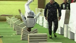 Weltrekord in 35 Sekunden: 16-Jähriger zerschmettert 111 Betonblöcke mit dem Kopf