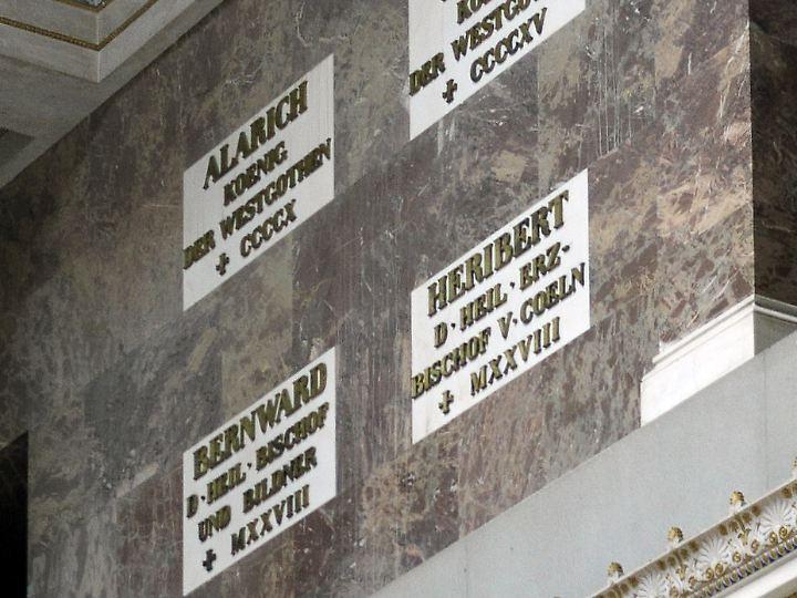 In der Walhalla bei Regensburg erinnert eine Gedenktafel an Alarich.