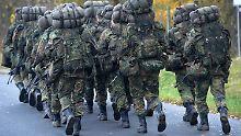 Die Streitkräfte haben eine schwere Problemlast zu tragen.