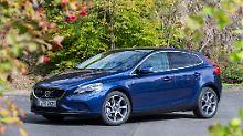 Seit 2012 ist der Volvo V40 die Antwort auf Mercedes' A-Klasse.