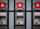 Bargeld wird teuer: Diese Sparkassen kassieren fürs Abheben