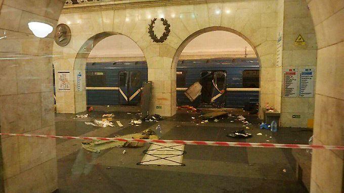 Zehn Tote, viele Verletzte: Explosion erschüttert St. Petersburger Metro