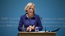 Will strukturschwache Regionen unterstützen: Bildungsministerin Wanka.