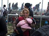 Misshandlungen auf Balkan-Route: Polizisten schikanieren Flüchtlinge