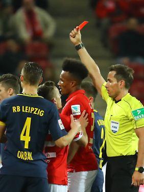 Rot für Jean Philipp Gbamin.