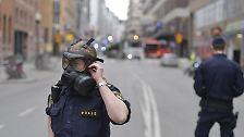 """Durch die Stadt fuhr ein Polizeiwagen, aus dem Polizisten """"Warnung vor einer Terrortat"""" riefen."""