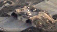 Das Bild des russischen Verteidigungsministeriums zeigt Teile des von den USA angegriffenen Luftwaffenstützpunkts.