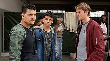 Voss (r., Fabian Hinrichs) gibt sich als tschetschenischer Flüchtling aus.