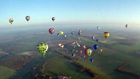 Massen-Überquerung des Ärmelkanals: Etwa 100 Heißluftballons knacken Weltrekord