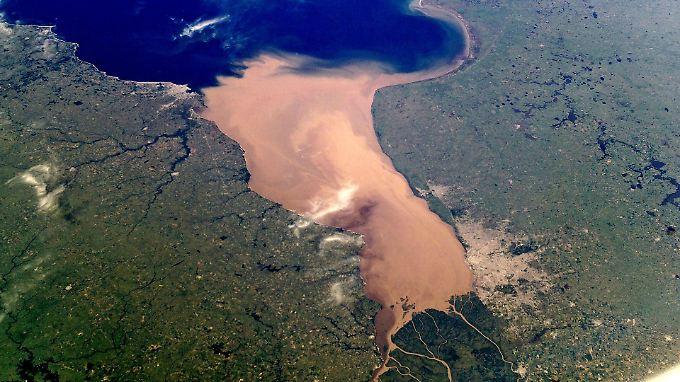 Buenos Aires in der Satellitenaufnahme (unten rechts). Nun wurde eine prähispanische Siedlung unter der Stadt gefunden.
