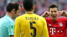 """""""Das nächste Spiel bin ich gesperrt, da kann ich ein bisschen Ruhe für den Rest der Saison bekommen."""" Bayern-Star Robert Lewandowski über seine Gelb-Sperre für die nächste Bundesliga-Partie nach Foul gegen Bartra."""
