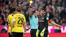 """Marco Fritz bewies mit seinen Entscheidungen im Spiel zwischen Dortmund und Bayern gleich mehrfach Augenmaß. Auch, als er Torhüter Bürki """"nur"""" Gelb zeigte."""