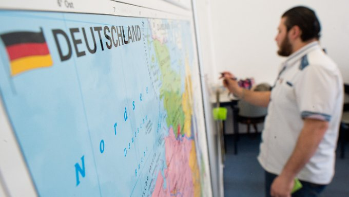 Wer Asyl erhält, ist zum Besuch eines Integrationskurses verpflichtet.